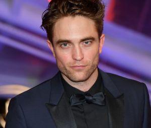 """The Batman"": Robert Pattinson veste uniforme do herói pela 1ª vez!"
