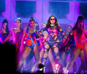 Anitta arrasa na performance e ganha visibilidade mundial