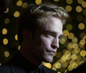 """Robert Pattinson fala sobre primeira cena de """"The Batman"""" gravada: """"Masturbação feroz"""""""