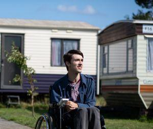 """""""Sex Education"""": na 2ª temporada,George Robinson será Isaac, o novo vizinho de Maeve (Emma Mackey)"""