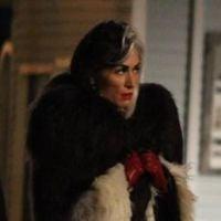 "Na 4ª temporada de ""Once Upon a Time"": Cruella de Vil é vista nos bastidores!"