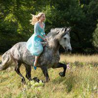 """Ator de """"Game of Thrones"""" é estrela de 1º trailer de """"Cinderela"""" da Disney!"""