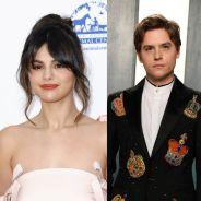 Selena Gomez era apaixonada por Cole Sprouse... mas acabou beijando o outro gêmeo!