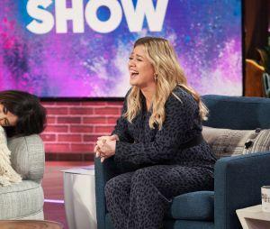 """Durante participação no programa da Kelly Clarkson, Selena Gomez admite """"crush"""" antigo em Cole Sprouse"""