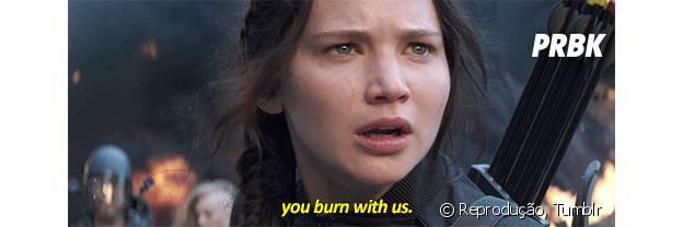 """Katniss Everdeen: """"Eu tenho uma mensagem para o presidente Snow. Se a gente queimar, você queima com a gente!"""""""