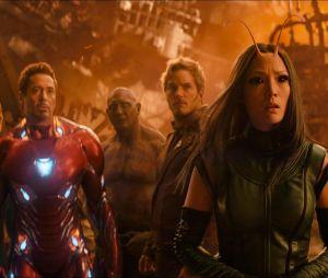 Tony Stark (Robert Downey Jr.) é considerado o líder dos Vingadores