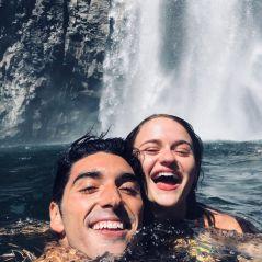 """Joey King e Taylor Perez, de """"A Barraca do Beijo 2"""", viajam juntos e estamos apaixonados pelas fotos"""