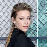 """Com salto temporal de sete anos, Lili Reinhart está animada para gravar 5ª temporada de """"Riverdale"""""""
