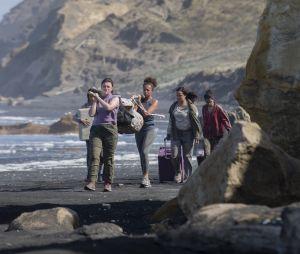 """""""The Wilds"""", do Amazon Prime Video, conta a história de jovens mulheres que vão parar em uma ilha deserta após um acidente de avião"""