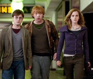 "Na saga ""Harry Potter"", Rony (Rupert Grint) foi fiel à sua amizade com Harry (Daniel Radcliffe) e Hermione (Emma Watson)"