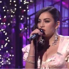 """Charli XCX arrasa em apresentação de """"Boom Clap"""" no """"Saturday Night Live"""""""
