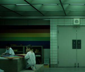 """""""Stranger Things"""": novo teaser da 4ª temporada mostra crianças brincando na """"sala do arco-íris"""""""