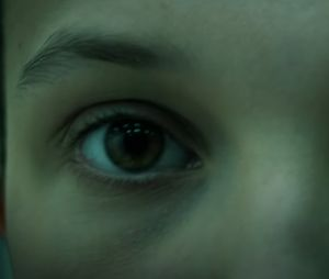 """""""Stranger Things"""": Eleven (Millie Bobby Brown) aparece assustada no novo teaser da 4ª temporada"""