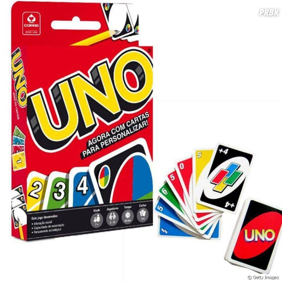 O jogo UNO requer estratégia e ser bom de cálculo. Vence quem ficar primeiro sem cartas nas mãos