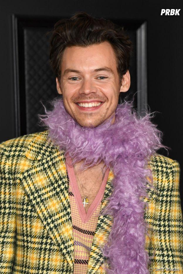 Look de Harry Styles nos Grammys de 2021 chamou atenção