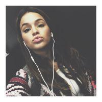 Bruna Marquezine manda beijo no Instagram e diz o que gosta de fazer no final de semana!